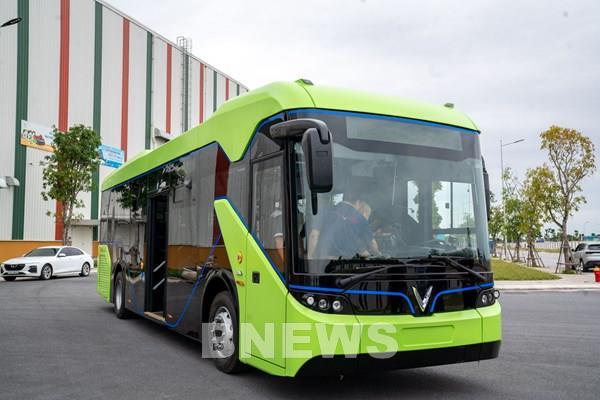 Thí điểm hoạt động xe buýt điện tại TP.HCM - Ảnh 1