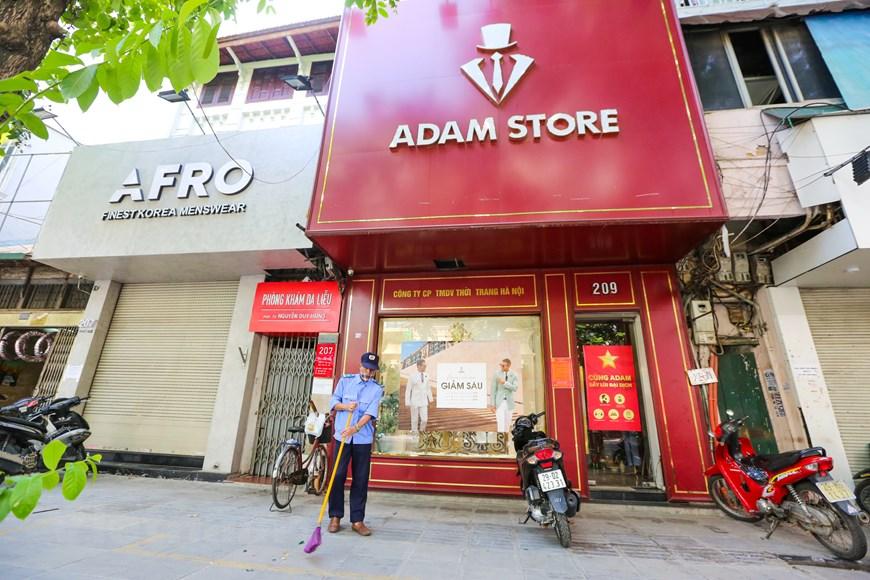 Đường phố Hà Nội ngày đầu thực hiện công điện số 15 vẫn đông đúc - Ảnh 15