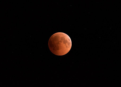 Những hình ảnh Mặt Trăng ấn tượng trên bầu trời - Ảnh 7