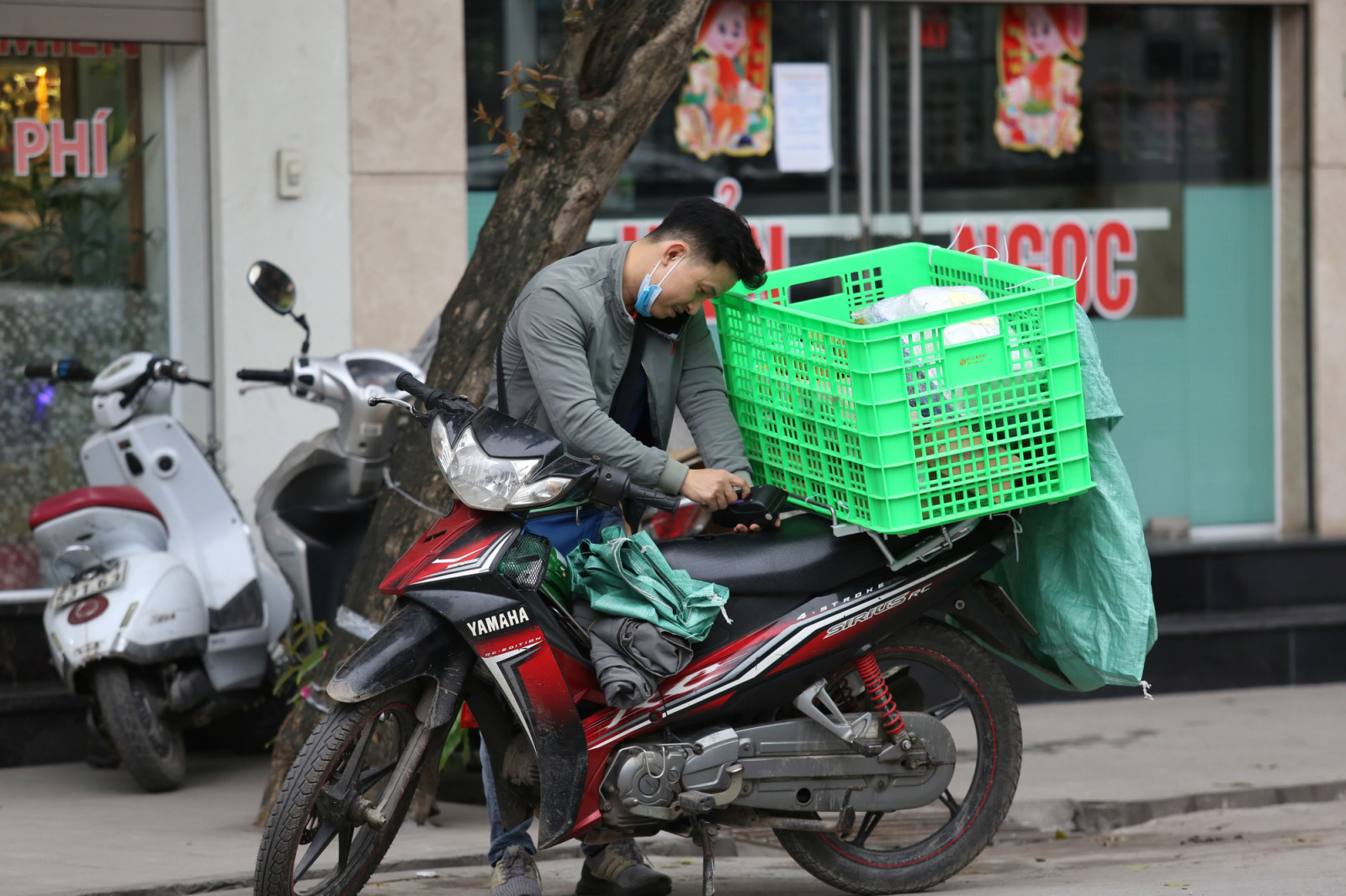 Giãn cách xã hội khiến nhu cầu mua sắm qua mạng ở Hà Nội tăng 50% - Ảnh 1