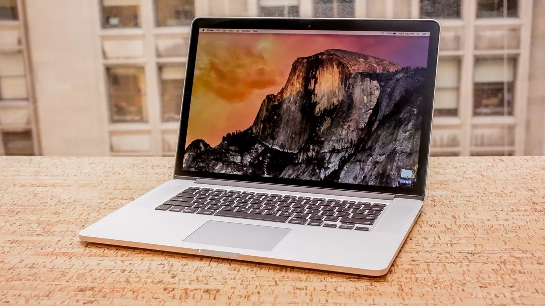 apple thu hoi va thay the pin cho macbook pro 2015 vi nguy co chay no