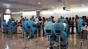 TP.HCM lấy mẫu xét nghiệm tất cả hành khách tại sân bay, ga xe lửa