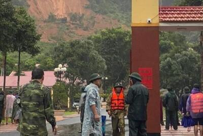 Sạt lở nghiêm trọng ở Quảng Trị khiến 22 cán bộ, chiến sĩ bị vùi lấp
