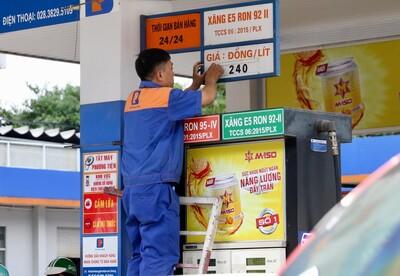 Xăng dầu đồng loạt tăng giá mạnh