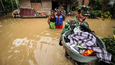Tình trạng khẩn cấp lũ lụt Indonesia: Ít nhất 5 người chết, 10.000 người sơ tán