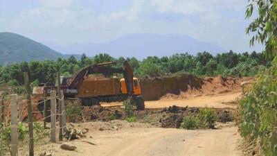 Bình Định: Doanh nghiệp khai thác đất trái phép bị phạt 90 triệu đồng