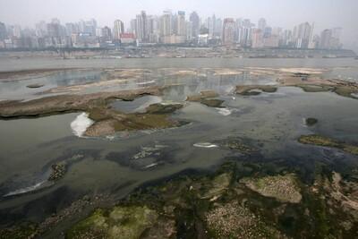 Dòng sông lớn nhất Trung Quốc đang dần khô cạn