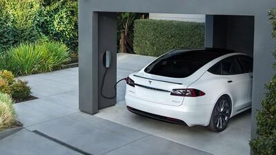 Xe chạy xăng gây lãng phí gấp hàng trăm lần xe điện