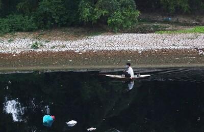 Chi hàng nghìn tỉ đồng, vì sao sông Nhuệ - Đáy vẫn ô nhiễm?
