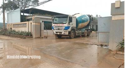 Vĩnh Phúc: Trạm bê tông không phép xả thải gây ô nhiễm môi trường