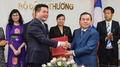 Việt Nam – Lào tăng cường hợp tác song phương trong lĩnh vực thương mại, công nghiệp và năng lượng