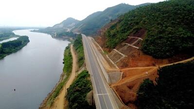 Cao tốc nối Thừa Thiên Huế - Đà Nẵng sẵn sàng cho ngày thông xe
