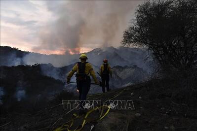 Khoảng 1.000 người phải sơ tán do cháy rừng tại bang California