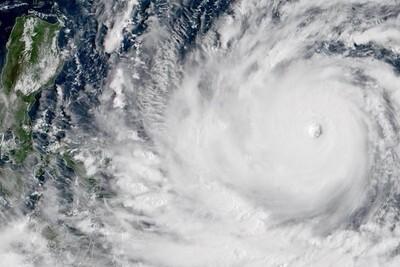 Bão Choi-wan vào Biển Đông, trở thành cơn bão số 1 với sức gió giật cấp 10