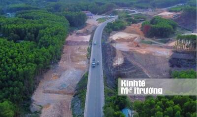 Thứ trưởng Lê Đình Thọ kiểm tra tiến độ cao tốc Cam Lộ - La Sơn