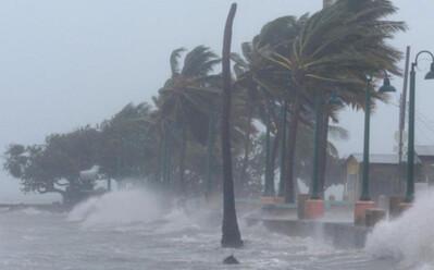 Áp thấp nhiệt đới đi vào vùng biển Nam Định - Ninh Bình, gây gió giật cấp 8