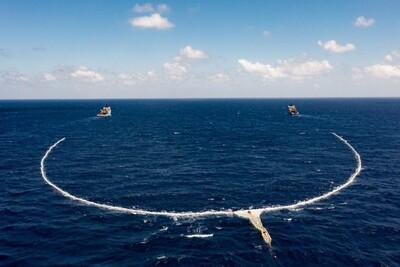 Giảm ô nhiễm đại dương nhờ hệ thống lưới chắn thu gom rác mới