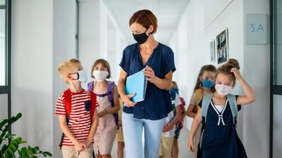 WHO: Cần ưu tiên tiêm vaccine ngừa Covid-19 cho giáo viên trước năm học mới