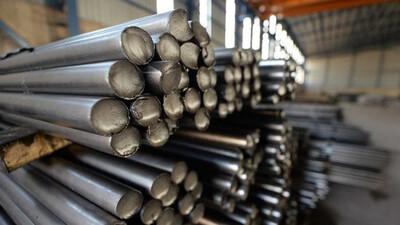 Sản lượng thép thô toàn cầu lần đầu giảm trong vòng hơn 1 năm qua