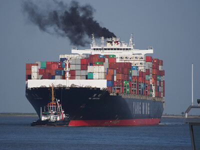 Giảm lượng khí thải vận tải biển gặp khó về giá nhiên liệu carbon thấp