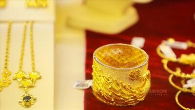Giá vàng trong nước tiếp tục đi lên bất chấp vàng thế giới đảo chiều