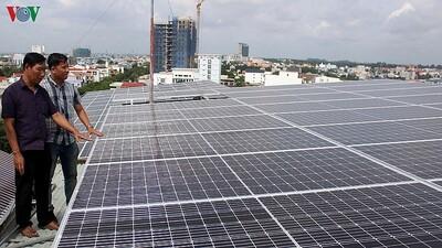 EVN tiếp tục được phép mua điện mặt trời áp mái và tự chịu rủi ro