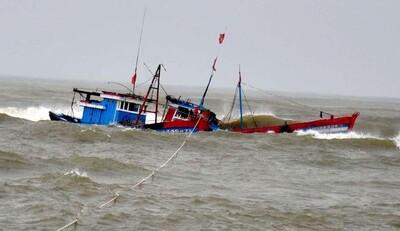 Bão số 3 đổ bộ: 14 tàu mất liên lạc, 307 du khách còn ở đảo Cô Tô