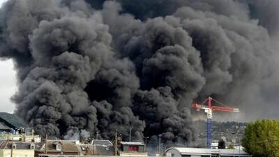 Pháp: Cháy tại nhà máy hóa chất, sông Seine có nguy cơ ô nhiễm