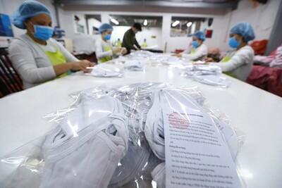Năng suất may khẩu trang của Tập đoàn Dệt may Việt Nam đạt mức trần