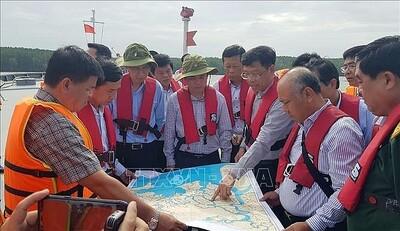 Vụ chìm tàu trên sông Lòng Tàu: Tập trung hút khẩn cấp 150 tấn dầu ra khỏi tàu