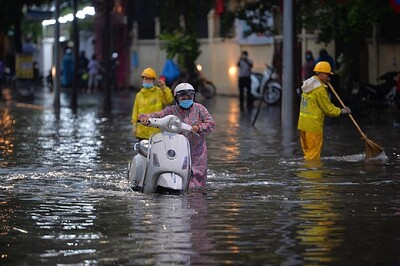 Chi hàng nghìn tỉ chống ngập, vì sao Hà Nội vẫn chưa hết cảnh mưa là ngập?