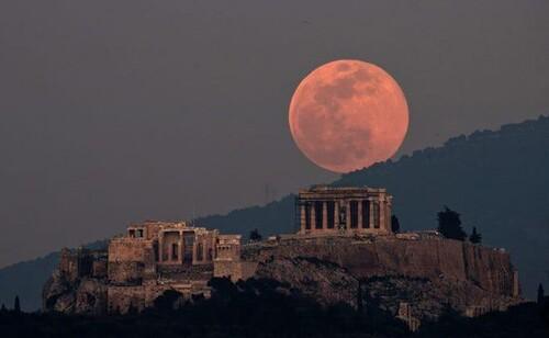 Ngắm siêu trăng hồng xuất hiện trên khắp thế giới
