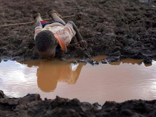Ám ảnh những bức hình về thiếu nước sạch trên thế giới
